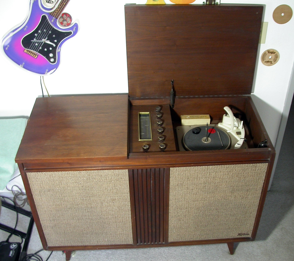 Fisher Custom Electra IV modern console